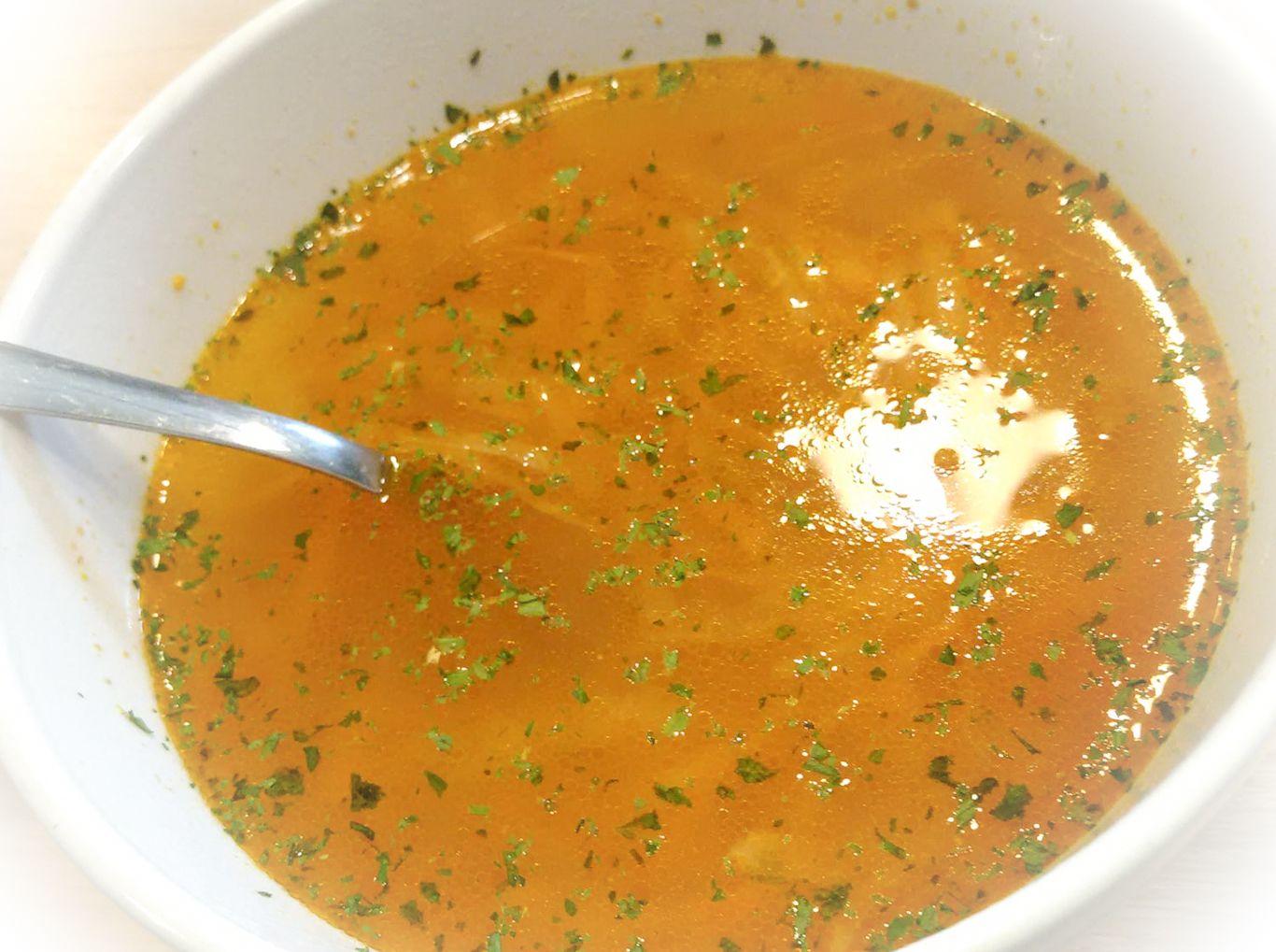 Recept na rýchlu mrkvovú polievku s kalerábom
