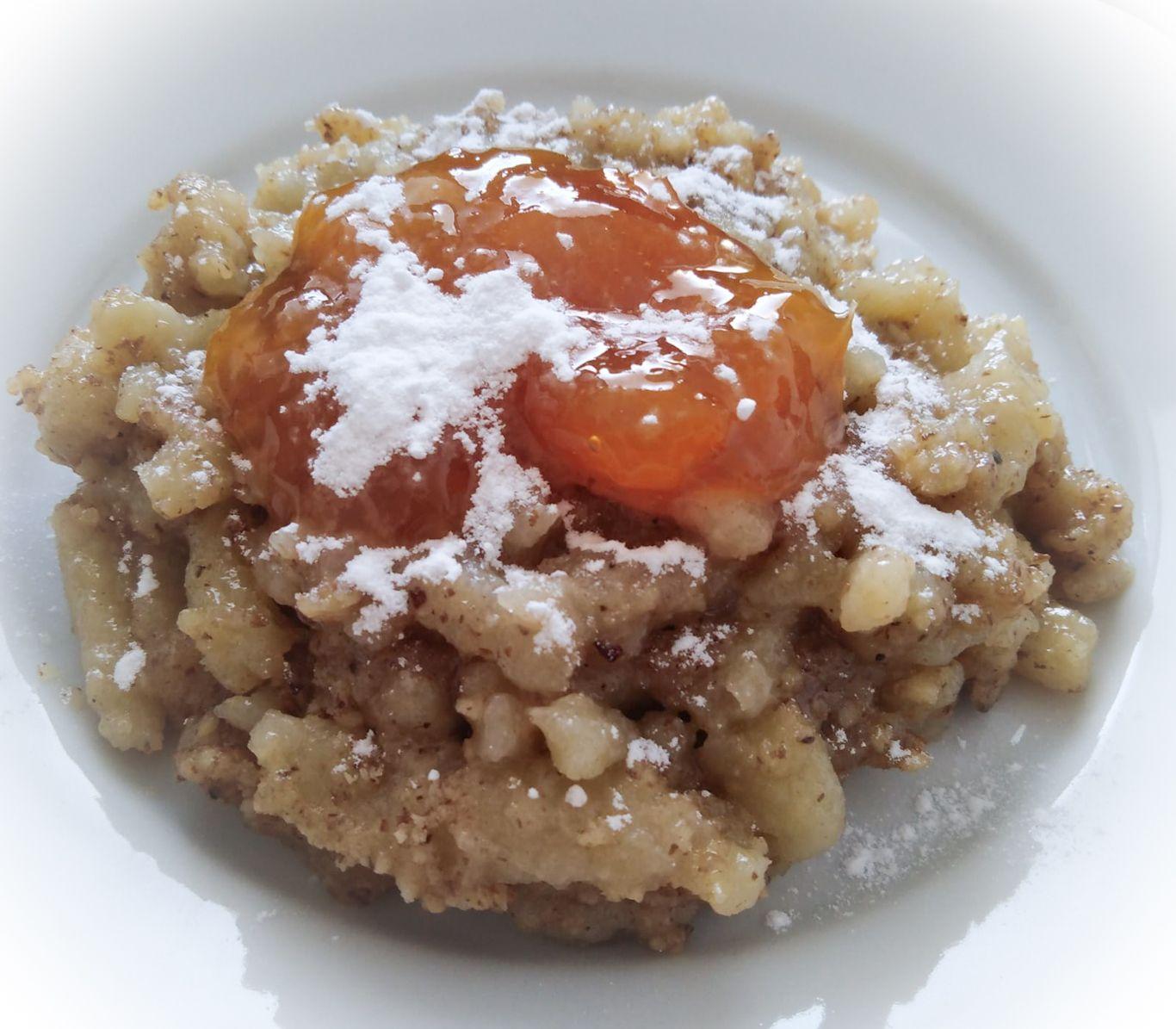 Sladké halušky s orechami a oranžovým džemom pocukrované recept