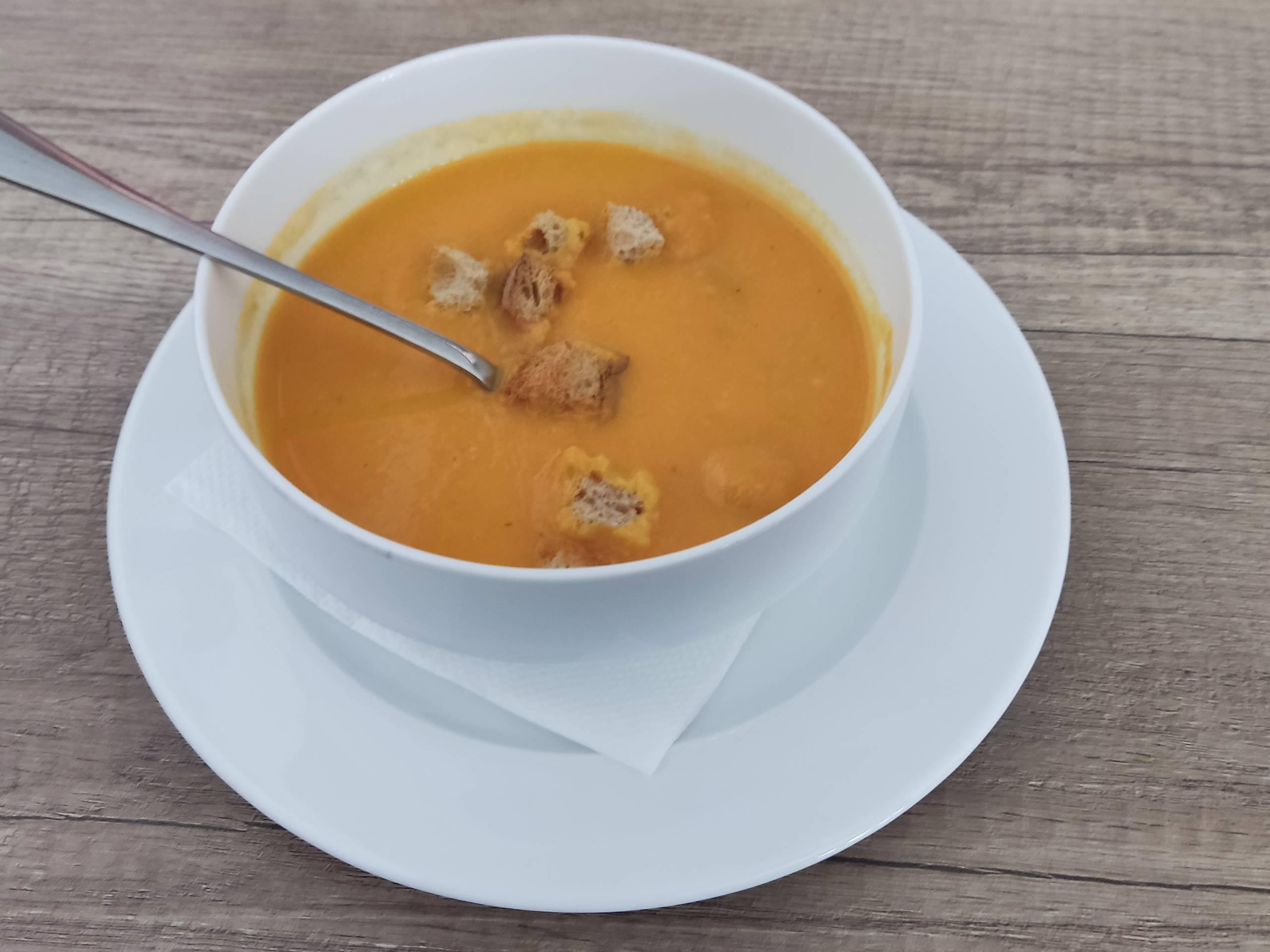 Recept na mrkvový krém so zázvorom a krutónmi