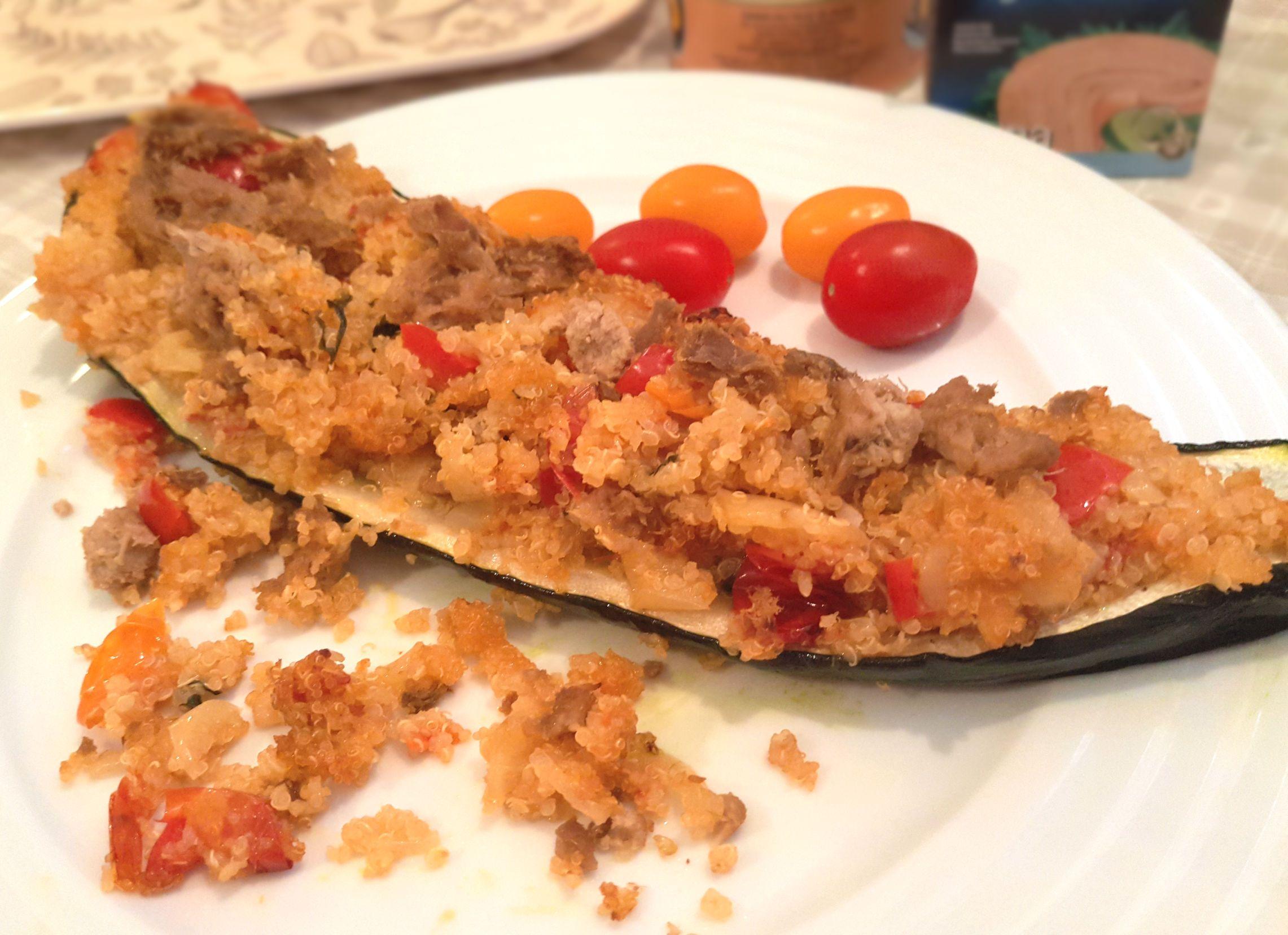 Zapečená cuketa s tuniakom, cibuľou, paprikou a paradajkami